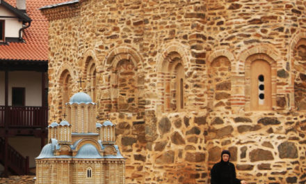 Manastir Drenča: zašto mati Fotina drži paunove