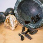 Češnjak, sladak kao karamela ili crni beli luk